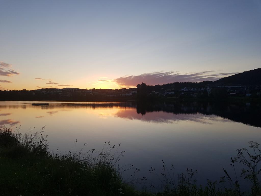 Solnedgang ved Lillevannet i Spjelkavika.